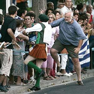 Sports: Vanderlei Cordeiro de Lima - When the bronze medal shines as gold - Olympic Games - Athens, Greece (Projeto Minuto)