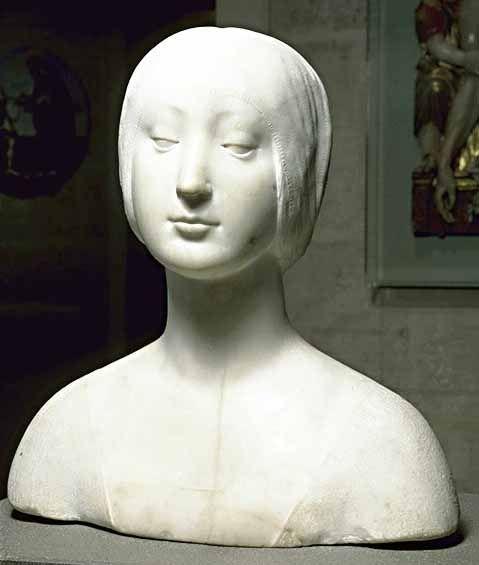 Francesco LAURANA Vrana, près de Zara, vers 1430 - Avignon, 1502  Princesse inconnue  Marbre H. : 0,44 m. ; L. : 0,44 m. ; Pr. : 0,24 m. LOUVRE  A été considéré comme un portrait posthume de l'infante Eléonore d'Aragon (morte en 1405) par comparaison avec le buste placé sur son tombeau dans l'église Santa Maria del Bosco à Calatamauro (Sicile) et aujourd'hui à la Galerie nationale de Palerme.
