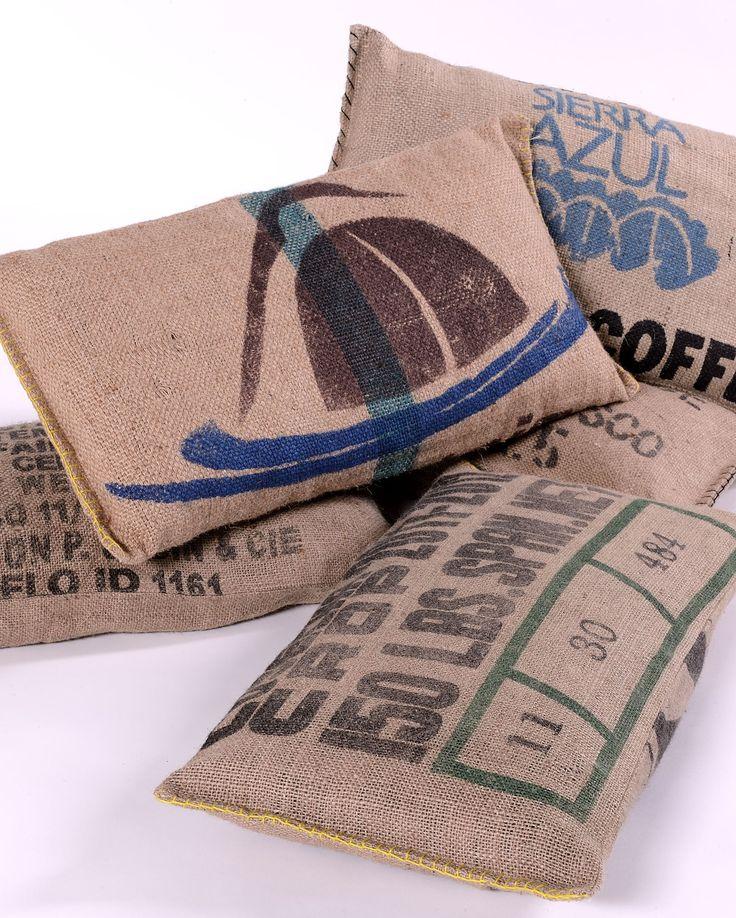 coussins lilokawa 100 toile de jute de sacs de caf recycl s made in nantes dimensions 63 x. Black Bedroom Furniture Sets. Home Design Ideas
