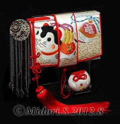 日本刺繍の筥迫『犬張子と鈴』 製作:Midori.S | 筥迫は続くよどこまでも!
