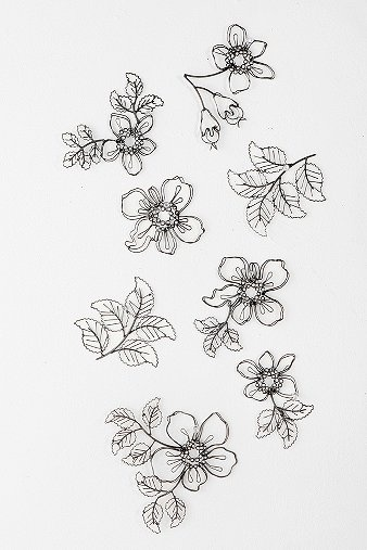 I LOVE LOVE these!! So so want! Wire Flower Sculpture Wall Art