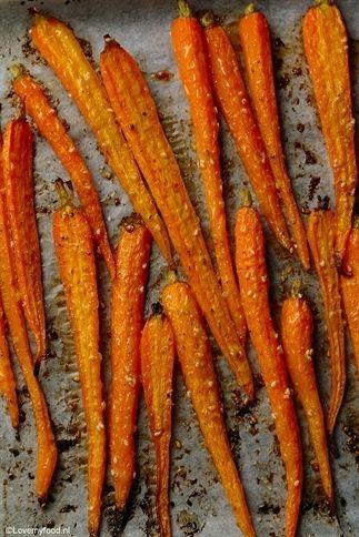 Geroosterde wortel met honing en sesam