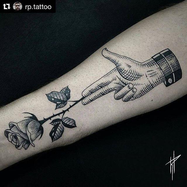 Tatuagem feita no @truelovetattoosp  Trabalho do tatuador @rp.tattoo  #TrueLoveTattoo #RuaAugusta 837 #truelovetattoosp #tattoo #blacktattoo #blacktattoos #blackwork #blackworkers #blacktattooart #blacktattooing #bw #blxckink #btattooing #tattoo2me #tattoo #blackworkerssubmission #dotworkers #darkartists #bwbr #onlyblackart #blacktattoomag #tguest #linework #engraving #hatching #crosshatching #surrealism #Regrann