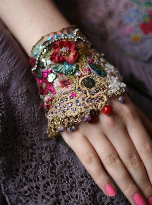 antique rose, romantique shabby chic poignet brassard - lacets antiques, main perlé                                                                                                                                                                                 Plus