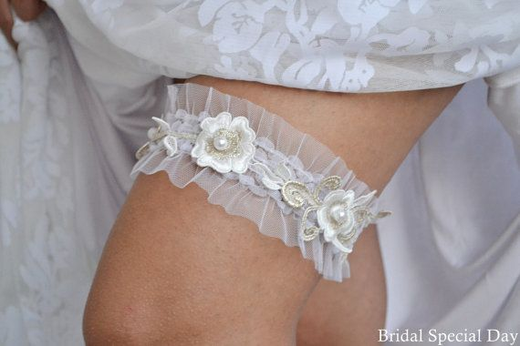 Vintage Gold Wedding Garter White Bridal by BridalSpecialDay, €24.00