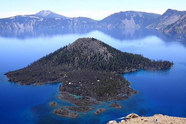 Lagos de otro mundo. Lago del Crater, Estados Unidos  Este lago ubicado en el Parque Nacional con el mismo nombre, en el estado de Oregón, es famoso por sus aguas azules y cristalinas, además de su impresionante entorno