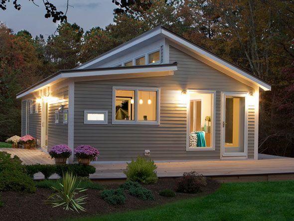 Fachada com telhado aparente, boa opção de aproveitamento de luz natural com desnível.