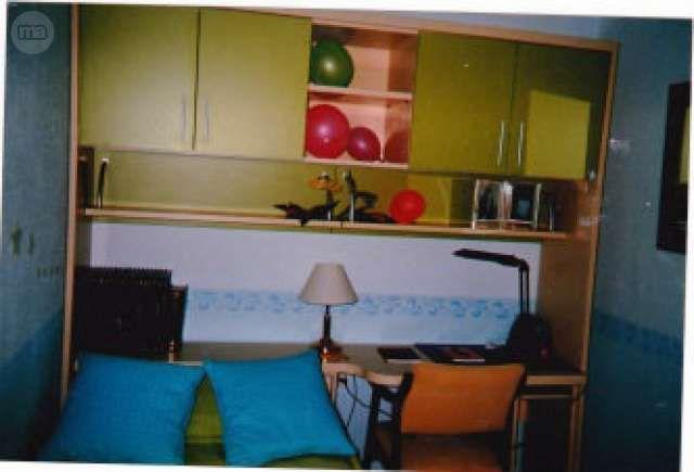 . Vendo dormitorio juvenil con cama nido,armario, estanterias, seminuevo; En la foto solo falta el armario y las dos estanterias