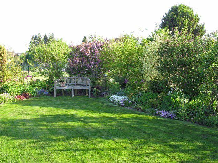 Lovely Idyllischer Garten mit gr nem Rasen