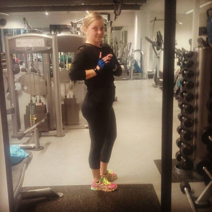 Hu mor starta helga på fresk  godt å start dagen med trening  for da e det my enkler å ha motivasjon t å ikke spis sæ ihjel på godis resten av dagen  #norgesbeast #shapeupnorge #body #treningsglede #trening #iform_no #fitforlife #fit #fitforfight #kamillepuls #helse #nrkpuls #motivasjon #change #vekttap #charlottelangset #girlswholift #tattooedgirls #fighter #strong #diabetic #diabetestype1 #aktivejenter #sprekejenter #getfit by mona_langaas