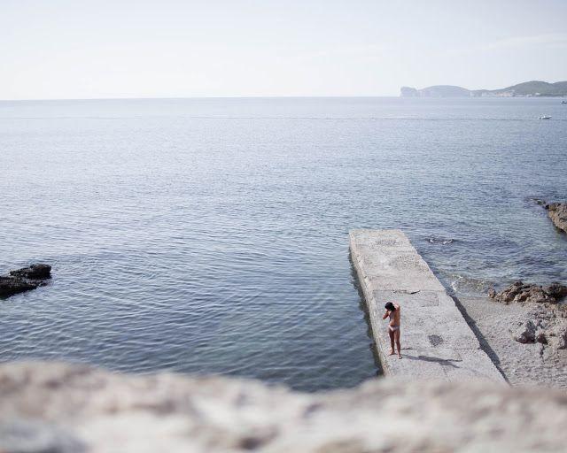 sardinia, sea, people, looks, away, blue, Italian, look, colors, boardwalk, marina, mare, lungomare, porto, persone , sguardi, orizzonte, photo of Albert Strada