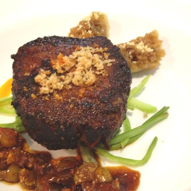 El izote Filete marinado en chile morita.