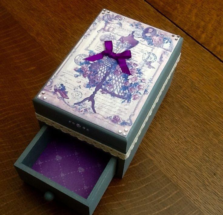 Boîte à bijoux rétro chic grise et mauve : Boîtes, coffrets par arc-en-ciel-creatif