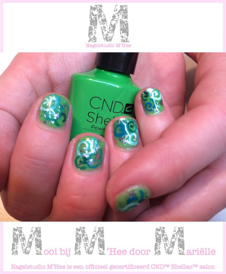 M'Hee, op de natuurlijke nagel CND™ SHELLAC™ brand 14+ day nail color Lush Tropics met folies en hand painting