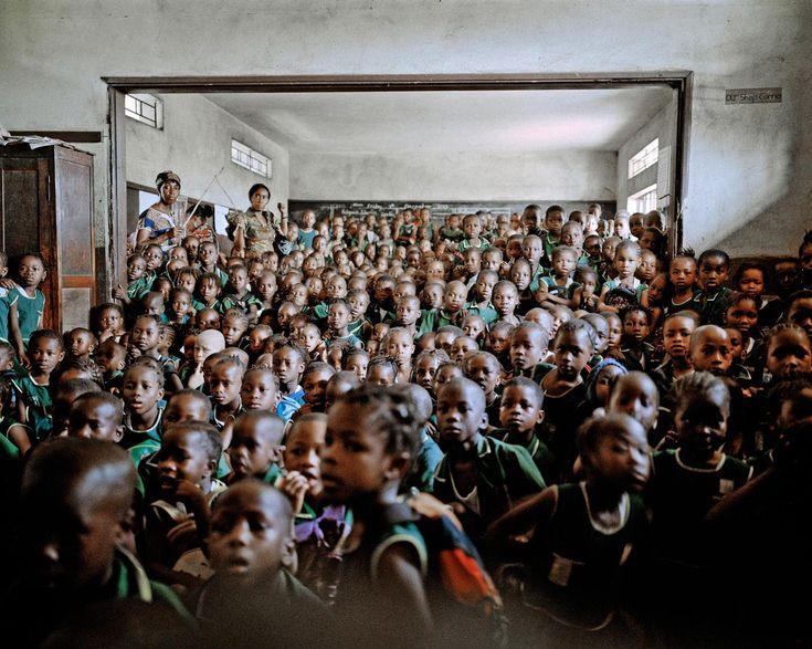 A Szentháromság Általános Iskolában tájékoztatás a koleráról, Freetown, Sierra Leone, 2012.