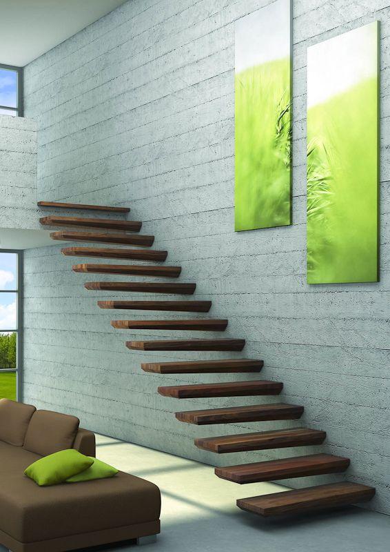 Schwebend und fast wie ein Kunstwerk mutet diese Treppe mit Massivholzstufen an.