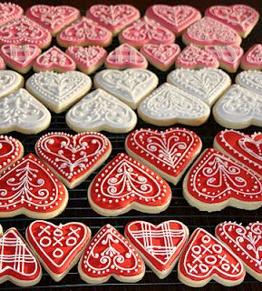 Valentine Heart Iced Gingerbread Cookies Tutorial. Aren't these gorgeous?! They would be perfect to put into decorated cellophane bags