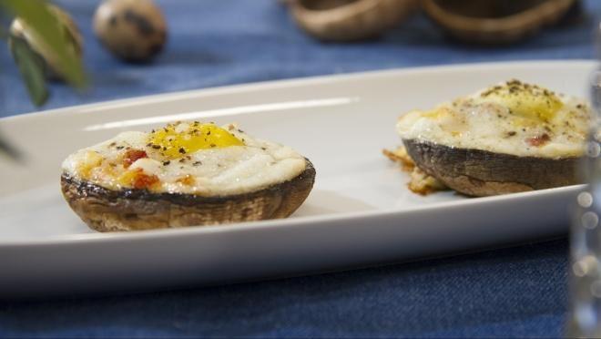 Cogumelos Portobello com Mozzarella e Ovos de Codorniz