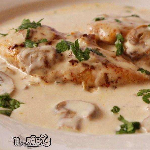 ستيك دجاج مع صوص المشروم من وصفات المطاعم اللذيذة و السريعة التحضير أيضا المكونات صدور دجاج مخلية م Cooking Recipes Cooking Creamy Tuscan Garlic Chicken