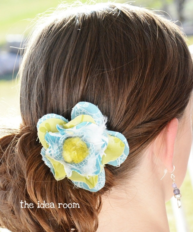 Flower Barrette that can be used by itself or clipped onto a headband.  via Amy Huntley (The Idea Room)