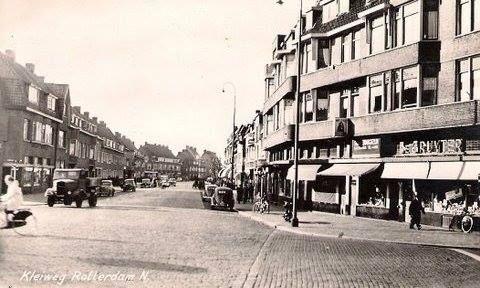 Rotterdam - het hoekje van de Kleiweg bij de Gouden Snor, waar deze winkel van de Gruyter heeft gezeten
