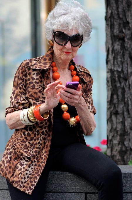Liz Friedman texting in style #tbt