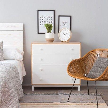 Bambi, una cómoda en blanco y natural perfecta para cualquier habitación. Con cuatro cajones muy grandes y prácticos.