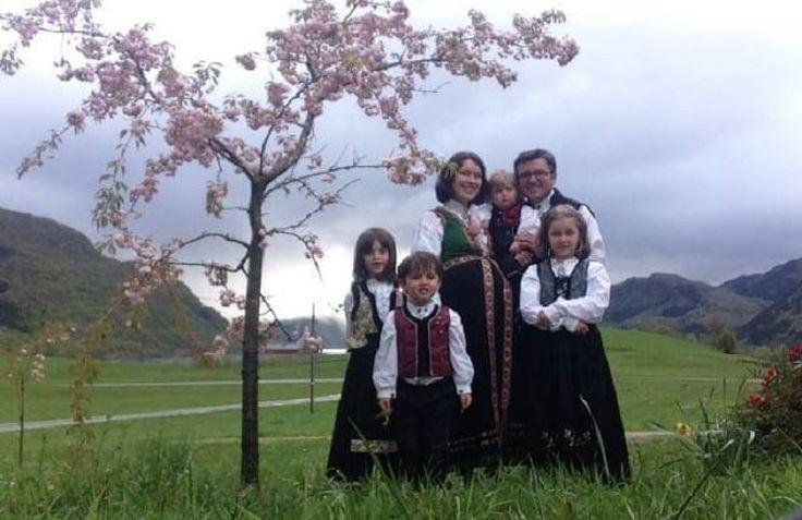 Родители из Норвегии вернут своих детей, которых власти страны отобрали у них семь месяцев назад, обвинив семью в радикальном христианстве, сообщает 316NEWS со ссылкой на Christian Post. Спустя около года, суд Норвегии все же принял решение впользуродителей и решил вернуть им права на опеку 5 дет