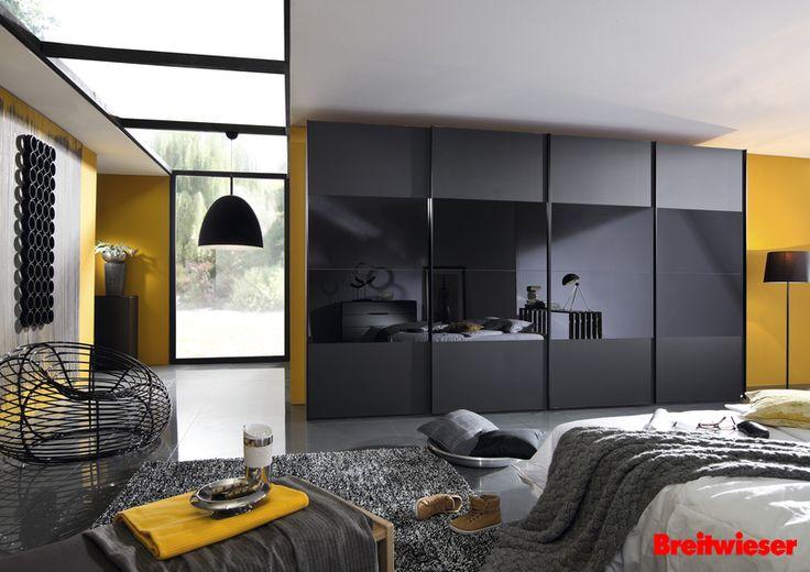 Eleganter kleiderschrank in schwarz ein hingucker im schlafzimmer