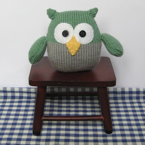 Barney owl.... This knitted toy is easy to knit for newbie knitters. The knitting pattern by fluff and fuzz is available from my Etsy store.
