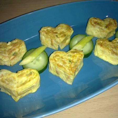 """""""Telur Dadar Gulung Bentuk Hati,GyeRan (계란) = Egg salah satu menu makanan pembuka ya teman, buatnya mudah, bahannya ada dan gampang di dapat, buatnya dengan kesabaran ya. Annyeonghaseyo chingu"""" --Evi Khalisa. Lihat selengkapnya di http://dapurmasak.com/resep/6886-resep-heart-shaped-eggmali-hateu-moyang-gyeran-mali"""