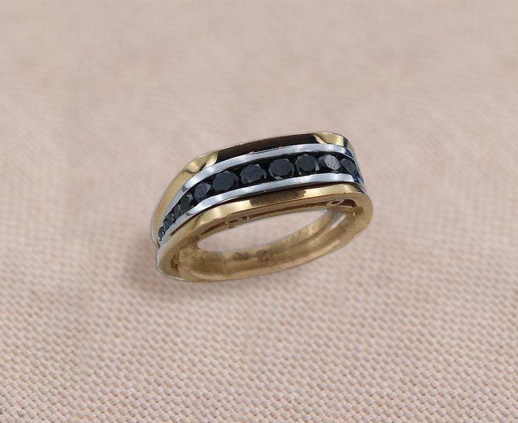 Кольцо мужское с черными бриллиантами в комбинированном желто-белом золоте 585 пробы вес 8,5 грамм бриллианты черные 17 шт 1,2 карат Стоимость 85000р. размер кольца 19 #перстень #перстеньмужской #перстеньзолотой #перстеньназаказ #перстеньсаметистом #перстеньскамнем #мужскиеукрашения #мужскойперстень #золото #кольцоручнойработы #ювелирныеизделияназаказ #ювелирныеукрашенияназаказ #золотой #кольцоскамнями #кольцосбриллиантами #кольцоcссапфиром #ювелирноеукрашение #ювелирныеукрашения…