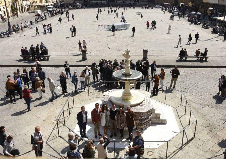 Firenze, la fontana di piazza Santa Croce torna a zampillare grazie al matrimonio indiano