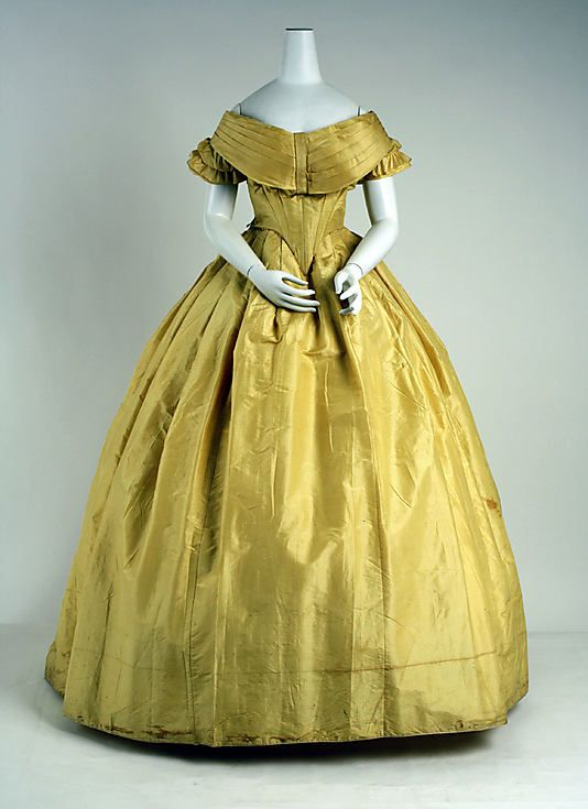 Chartreuse Silk Dress. The exact date for this is not known beyond the mid-19th century. I'm pinning it here due to the elongated bodice in front that seems to belong more to the 1850s than 1860s.