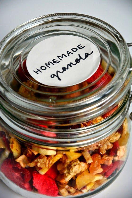 Gift Idea: Homemade Granola Lahjaidea: itsetehty mysli  http://mirkkumuori.blogspot.fi/2014/11/taas-on-naiden-aika.html