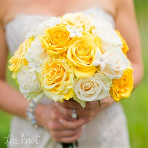 Yellow and ivory roses were the focal point of Jen's bouquet, while stephanotis blooms with rhinestones in the centers added sparkle. @catherine gruntman gruntman Juarbe, I could do only yellow roses. No se las stephanotis vienen en otro color...