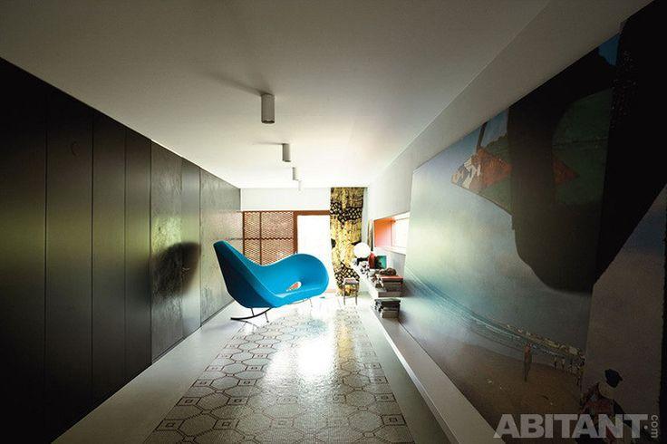 Яркий бирюзовый диван