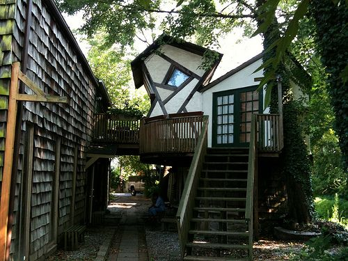 Unusual house near to the canal in the art district of New ...
