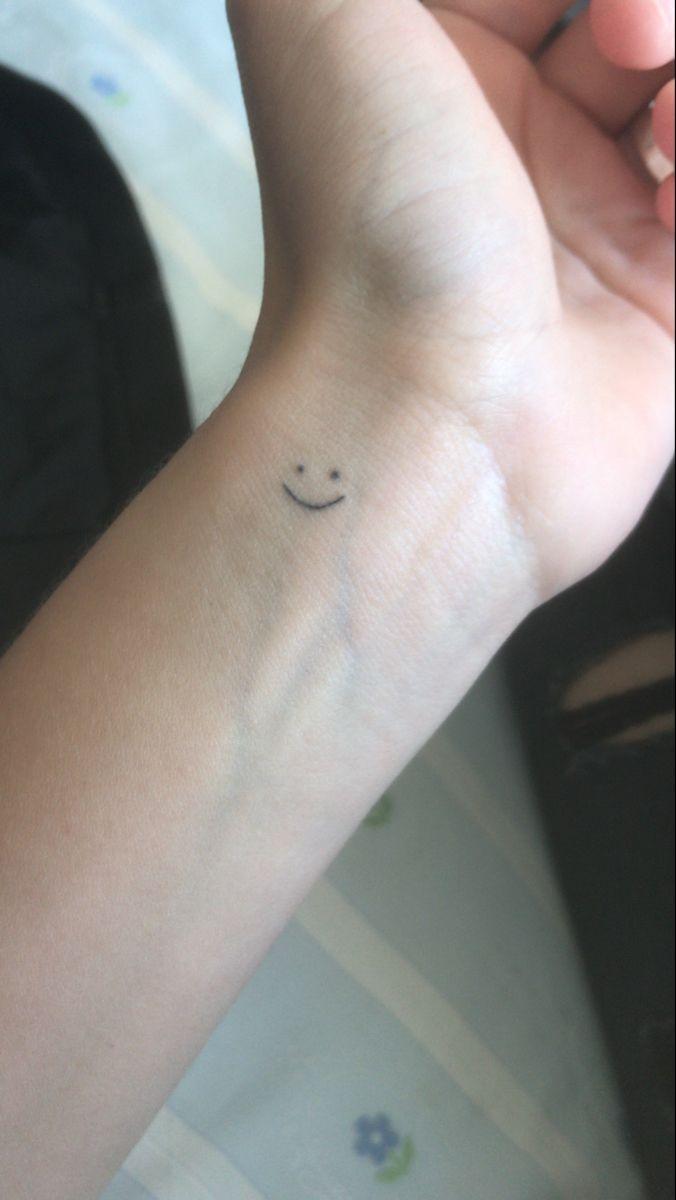 Tatuaje Carita Feliz Tatuajes En La Cara Caras Caritas Felices