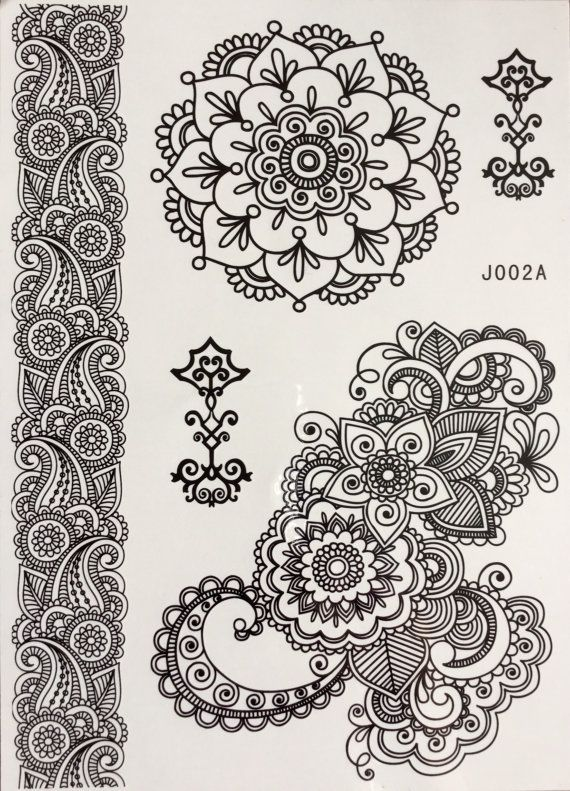 Set 5 Temporary tattoos henna style de in black colour. Paste the tattoo at the desired place (hands, arms, back, legs ...) wetting the board and go! Enjoy 2-5 days of your tattoo design bohemian To remove apply baby oil or alcohol and remove with cotton.