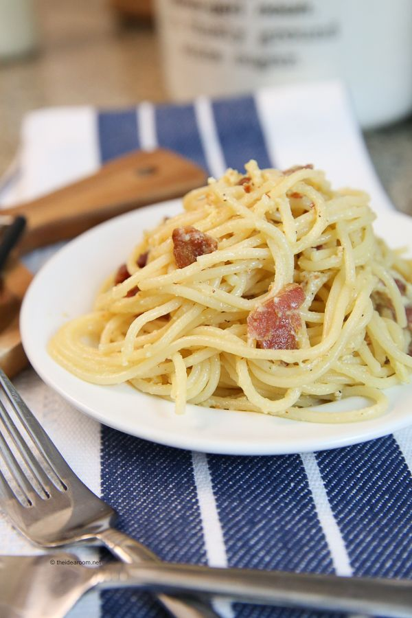 This Spaghetti Carbonara Recipe is so easy. Can be on the table in 30 minutes or less. Perfect for a busy weeknight dinner idea. 5 simple ingredients.