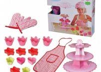 Set FunBakery Princess Ajuta copilul sa-si dezvolte imaginatia jucandu-se cu acest set destinat prepararii prajiturilor si torturilor Jocul dezvolta spiritul practic al micutilor, ajutandu-i sa se implice cu placere in activitatile din bucatarie http://bebeart.ro/categorii/jucarii-educative/3