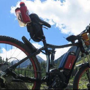 eine 8 stündige Tour Hat der Akku locker durchgehalten , selbst etwas Wasser beim Downhill Biken im Wald war kein Problem... #topbrandbox #marsboy #Bluetooth #Lautsprecher #Sport #Wasserdicht #Outdoor #Subwoofer #X-Bass #wireless #geeignet # Fahrradhalterung