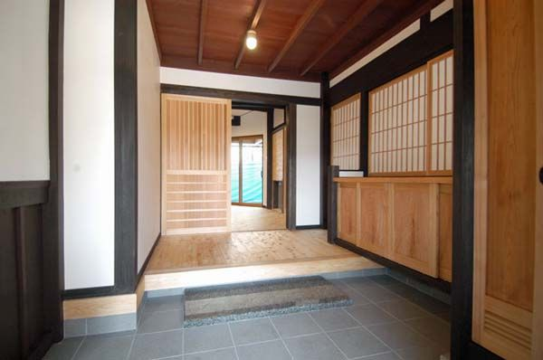 Entrance(Wooden fittings of cedar Masaki) especially love the door