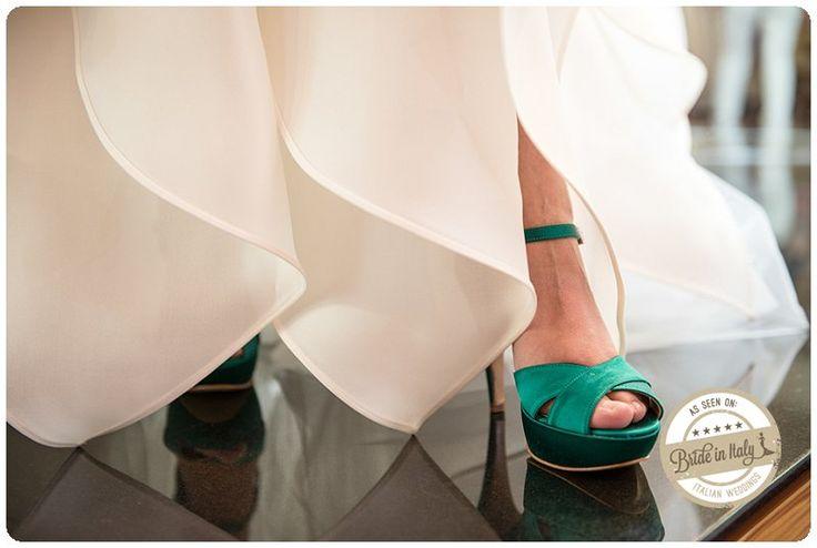 Emerald green bridal shoes, ph. by Lorenzo P. Tonucci #italianstyle #wedding http://www.brideinitaly.com/2013/10/tonuccipelagallina.html