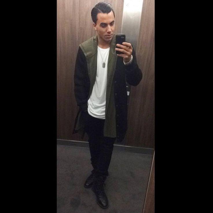 From Facebook Timor Steffens (Dec. 24 2015) Shameless elevator selfie... #outfit #celfie