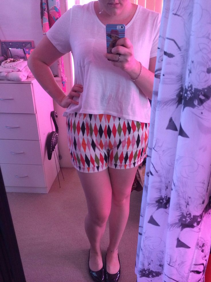 Casual pin up outfit, harlequin shorts, white tee and black flats.