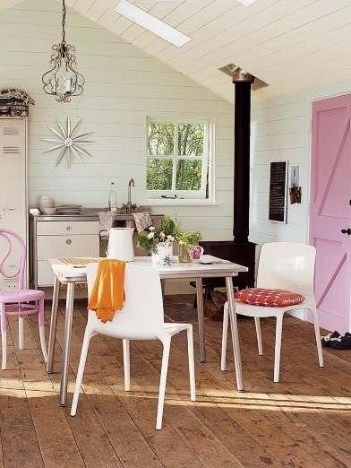 Ubicar la mesa de comedor entre la cocina y el estar es un recurso de transición acertado. Los reves... - Copyright © 2016 Hearst Magazines, S.L.