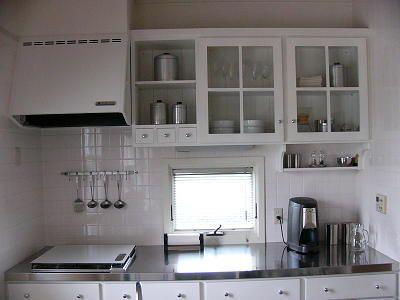 キッチン 背面収納 吊り戸と窓の位置 参考