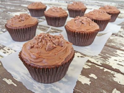 Simple Chocolate Cupcakes recipe. Simple, yet really delicious chocolate cupcakes. This recipe is suitable for young children to make with their parents or grandparents.